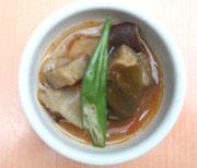 ゆうゆう鶏もも肉と夏野菜のバジルたっぷりスープカレー